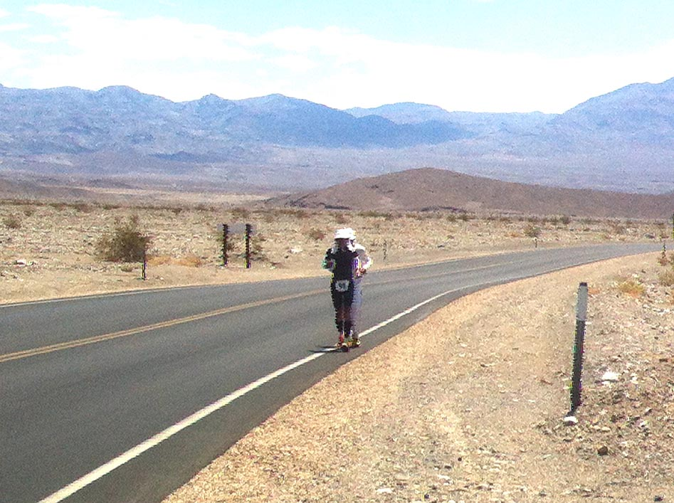 Badwater Marathon Runners running in 48 degrees Celsius