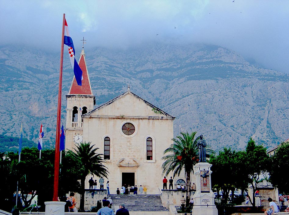 Makarska, a small town on the mainland with dramatic cliffs of the in the back drop.