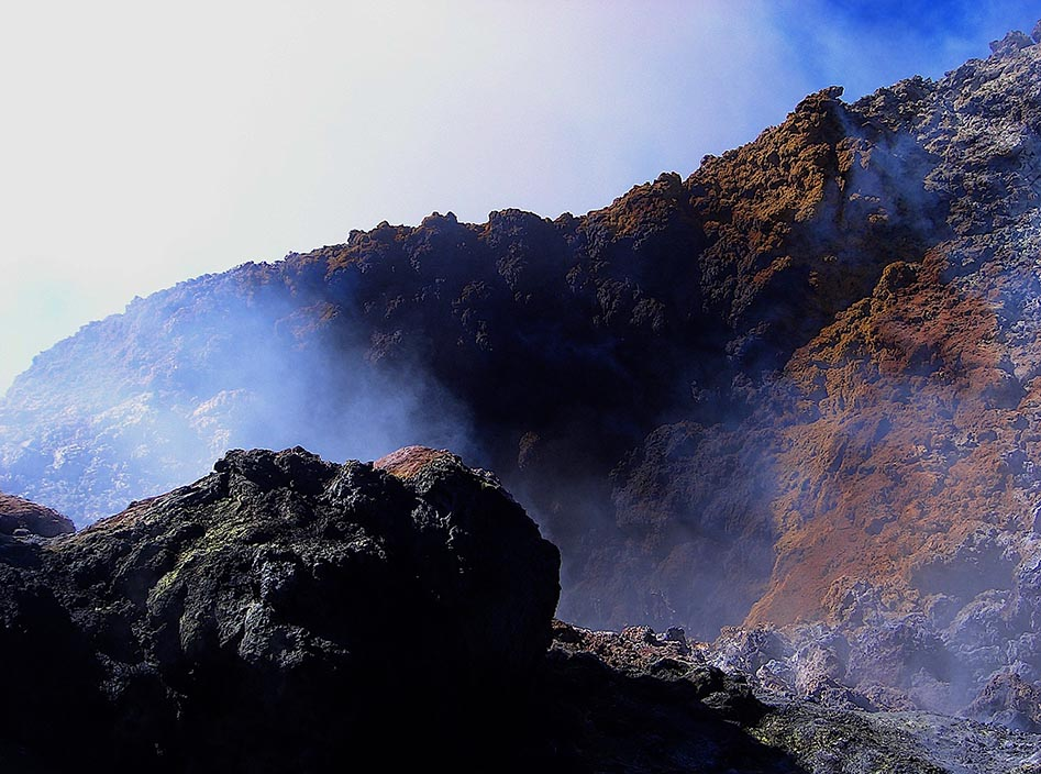 Pocaya crater. The acrid smell of sulphur and hissing steam is a bit close for comfort!